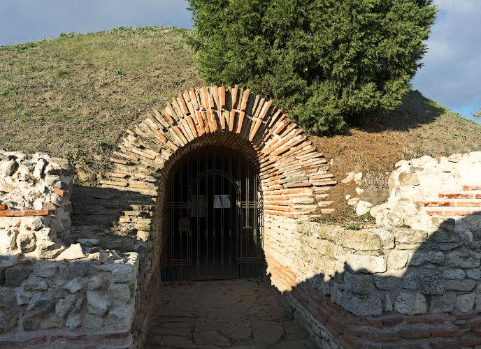 Фракийская гробница