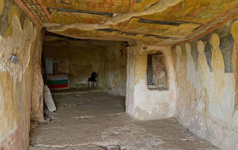 Ивановские скальные церкви