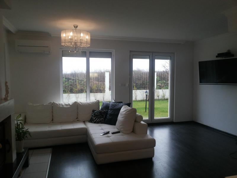 Дом / Вилла в Бургасе за 120000 €  в сутки