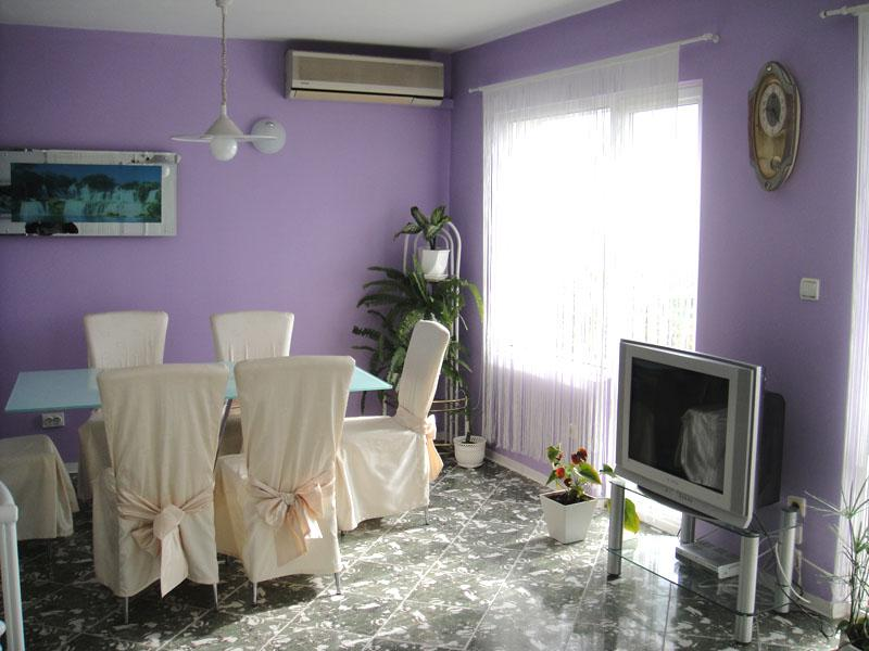 Дом/вилла в Золотых песках за 180 €  в сутки
